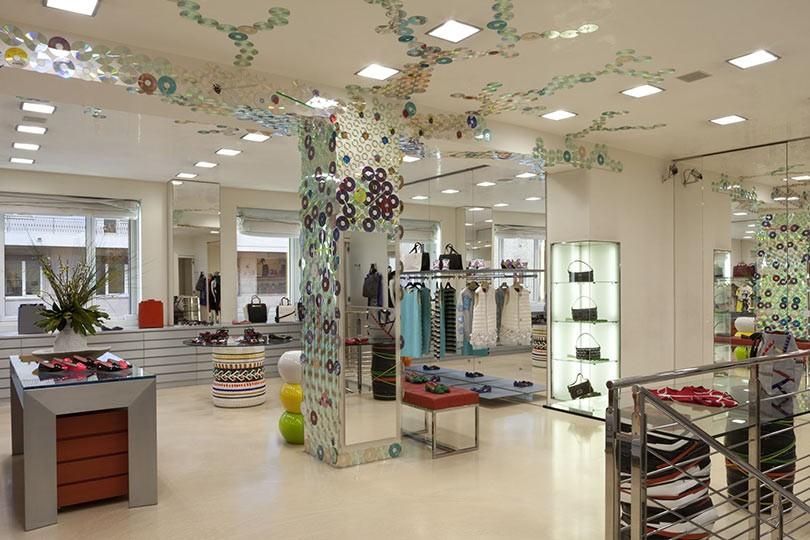 Biffi milano clothing store in milano for Arredamento negozi genova
