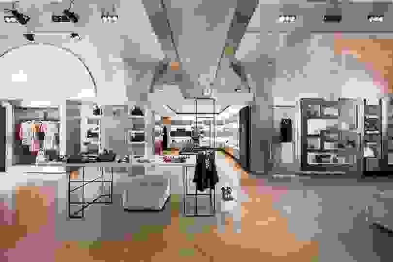Nugnes  Woman Temporary Store