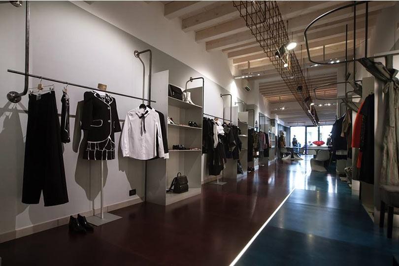 nike negozio abbigliamento mantova