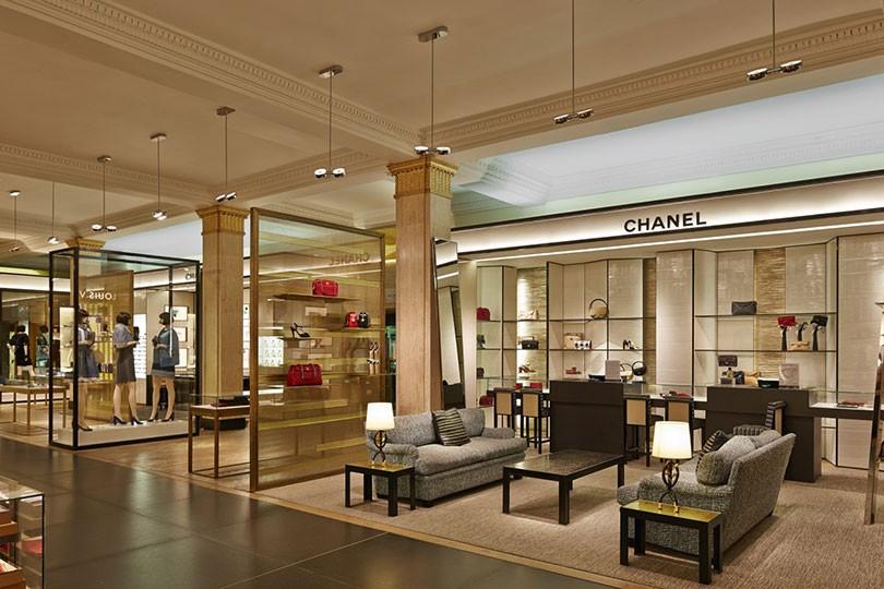 harrods clothing store in londra. Black Bedroom Furniture Sets. Home Design Ideas
