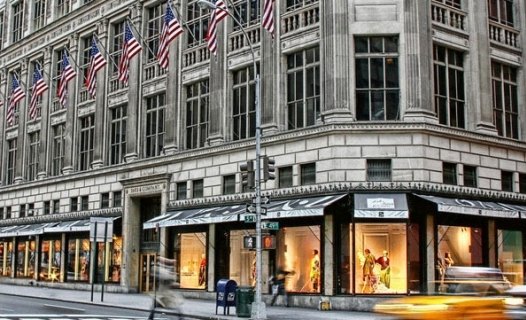 Saks Fifth Avenue - Clothing store in New York  be195bd4a967
