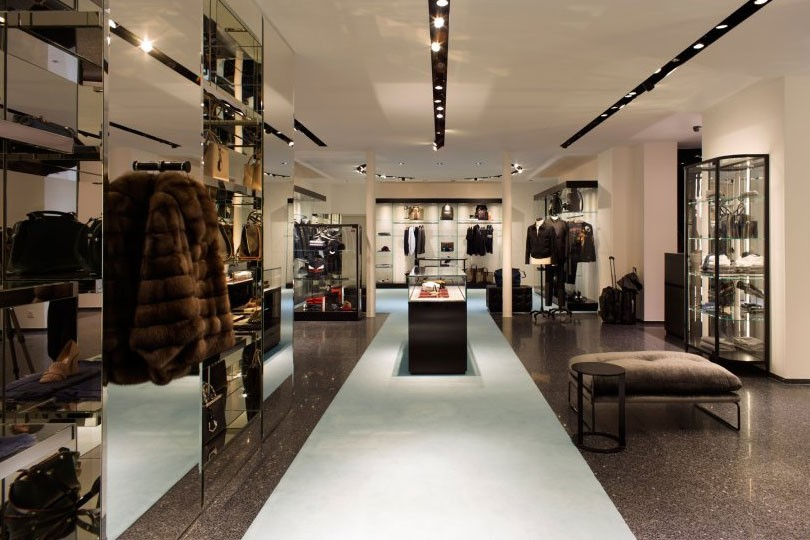 Phone Number Locator >> 400 m2 - Clothing store in Marseille | YourShoppingMap.com